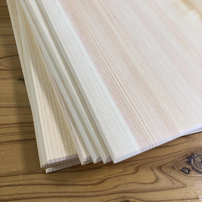 吉野桧、大きいやつ️(大きさ比較は3枚目に)吉野の師匠から届きました!やっぱりええです、ほんとに!めっちゃ貴重な木材。送ってくださって感謝。ワンセットは自分のにしようかな#手作り御朱印帳キット #じぶんでつくる御朱印帳 #桧の御朱印帳 #御朱印帳 #御朱印 #桧板 #吉野 #奈良